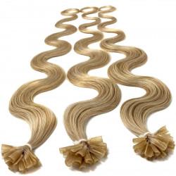 Extensions à chaud blond cendré cheveux bouclés 50 cm